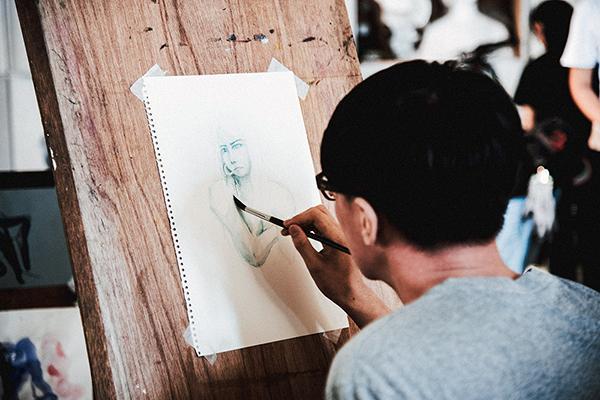 J'ai testé le dessin d'après modèle vivant nu de l'Académie des Arts Appliqués